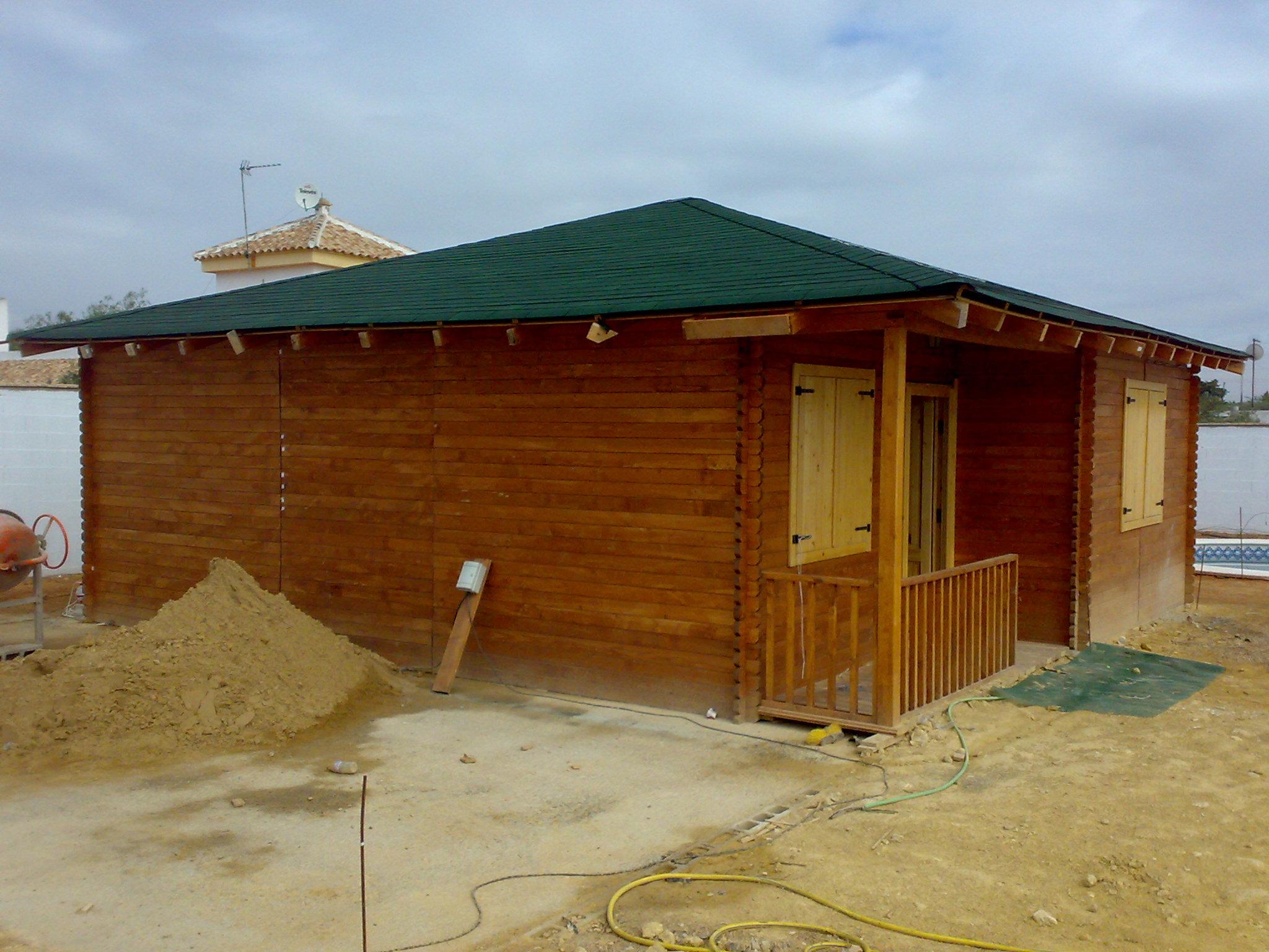 Casa de madera sevilla nueva a estrenar de 60 m2 con for Tejados de madera a cuatro aguas