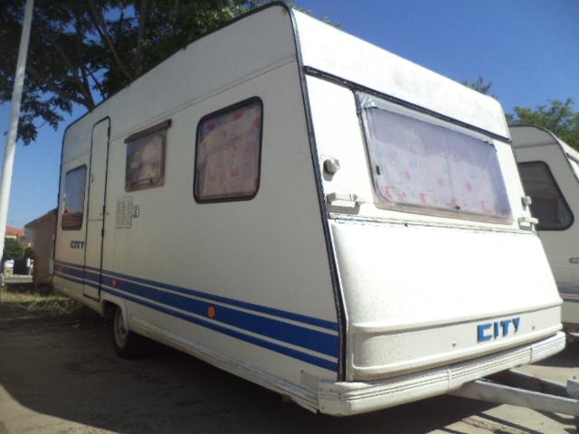 Caravana Burstner City muy barata sin documentación para dejar fija en camping.